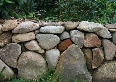 Stendige udført i mindre sten da højden kun er ca 35 cm høj ,så passer proportionerne  Lysbro v Silkeborg